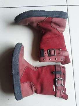 Sepatu boot anak merah preloved size 27