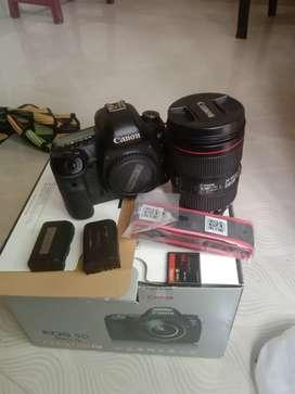 Canon 5d  mark 4 body 24.105 is 2 lens 2 battery 1 cf card