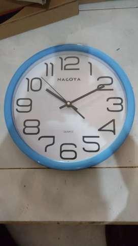 Jam dinding angka besar mantap