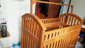 Keranjang bayi dari kayu jati asli