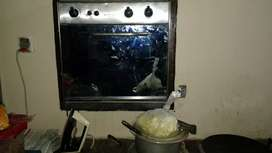 Gas oven for sale slightly used new condition