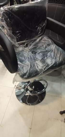 Hair cutting chair