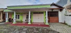 Rumah dengan halaman luas cocok untuk usaha