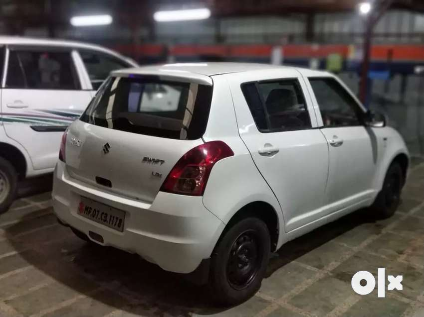 White Maruti Swift available for sale 0