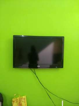 """6 year old slim 32"""" LED TV for sale"""