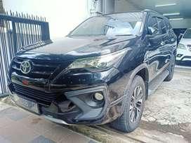 Toyota Fortuner vrz automatic 2017 hitam low km