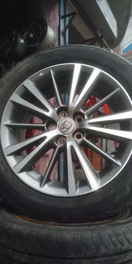 I'm selling 16 size 100 pcd original Toyota Grandy Alloy Rims