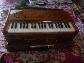 New Harmonium,, in well condition ,money problem