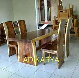 Meja makan set 4 kursi (kayu terambesi suar blok utuh natural).