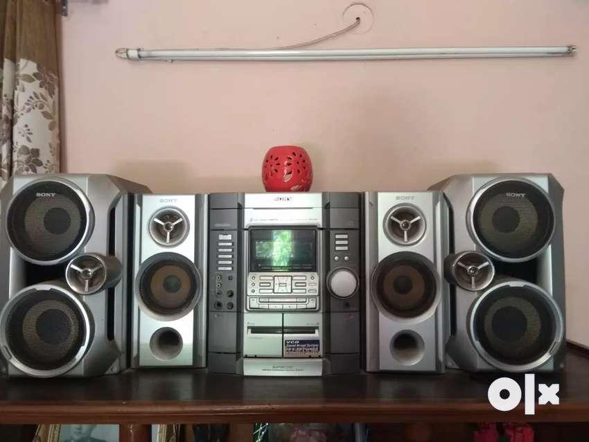 MUSIC SYSTEM 0