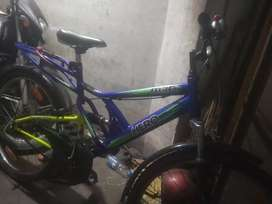 Only 4month old and dual shocker and very good condition