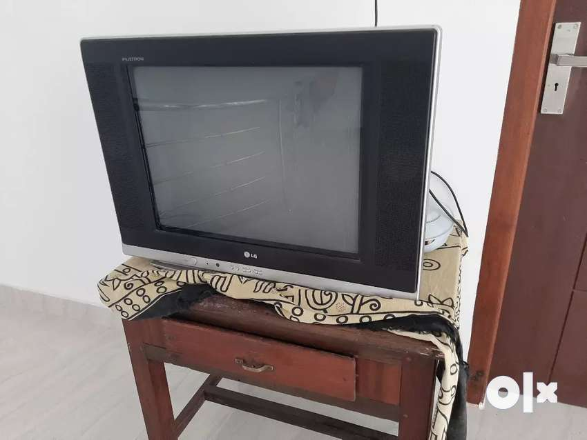 LG Flat tv with stabilizer 0