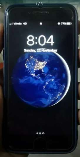 I phone 7 128gb with original  charger and original  earpods