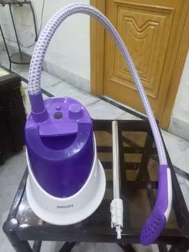 PHILLIPS garment steamer GC502/36 in A1 condition