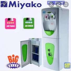 Dispenser miyako panas dingin dan di lengkapi mini kulkas