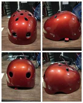 Helm sepeda batok