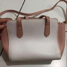 tas miniso pink putih