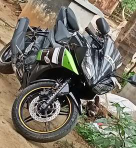 YAMAHA R15 V2 Awesome bike