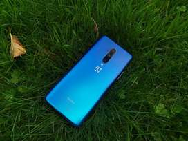 Good condition of oneplus 7t pro available with bill & box