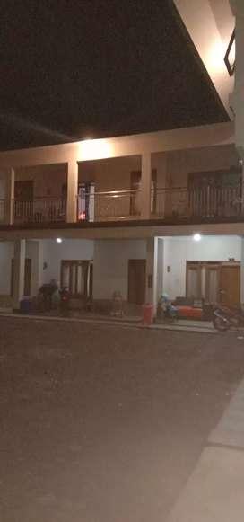 Disewakan kosan, ruang tamu, 2 kmr tidur, 2 kmr mandi, halaman, garasi