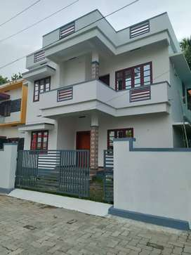 3 bhk 1600 sqft 4 cent new build house at kalamassery near panayikulam