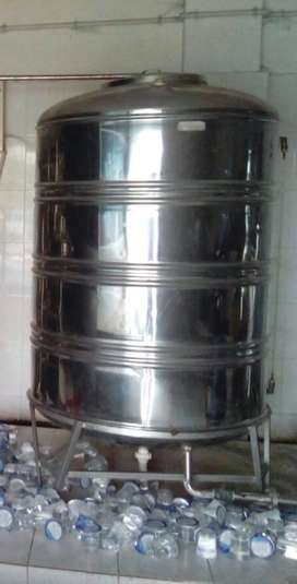 Stainless steel water tank of 1000 litre at