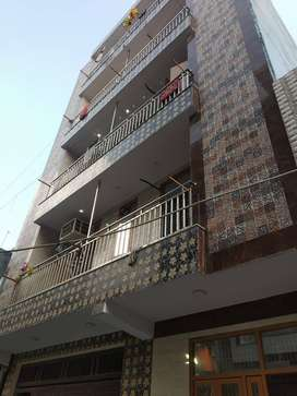 4BHK individual flat in 120 sq.yd,Mohan garden in lower budget