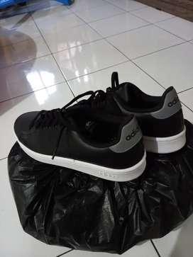 Sepatu adidas sekali pakai