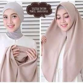 Jilbab instan dan praktis langsung slup tanpa peniti.