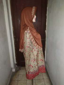 Set baju batik dan jilbab coklat