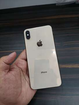 IPHONE XS MAX GOLD 64gb in super mint condition 1 year used