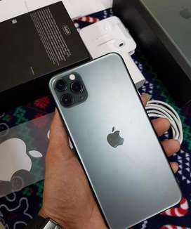 Apple iphone in top condition book now with bill box just call me now