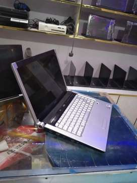 GLossy..Dell xps..2GB Ram..250GB Hard..Cam..Crystal Display..10/10