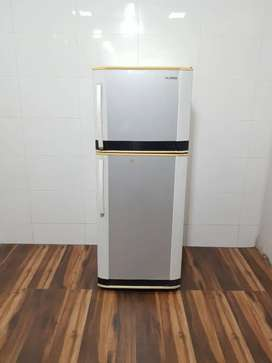 Samsung white color refrigerator 250 ltrs double door