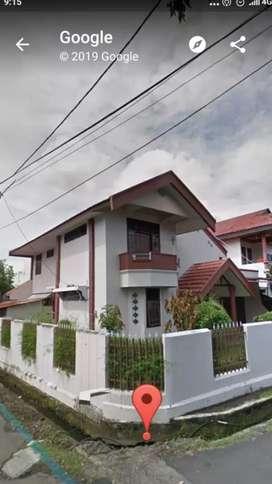 Hunian Rumah asri dan nyaman,  2 lantai dalam kota, jual murah