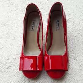 Miu Miu merah high heels patent leather