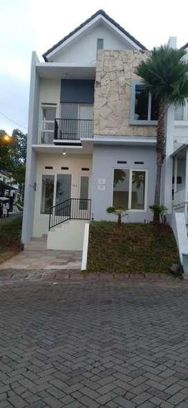 Di Jual rumah pojok  tipe 80 m LT 117 m 2 lantai Tidar Kota Malang