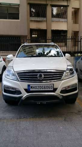 Mahindra ssangyong rexton rx5 luxury suv  with flashing interior