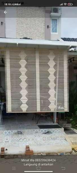 Tirai rotan dan isi bambu dan tikar lantai rapih