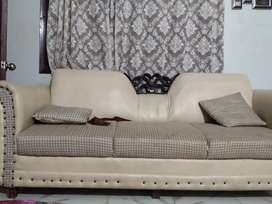 7 seater sofa with 7 washable same cusion
