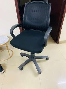 Office chair 8months old (like new)