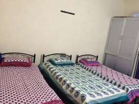 Rooms available for girls pg