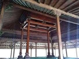 Rumah kampung joglo dan limasan antik dari kayu jati