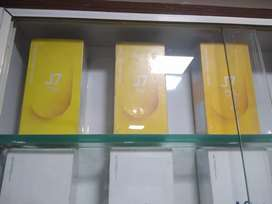 New brad,,Samsung Galaxy J 7 Duo,, 4gb,,32gb,, seal pack,,
