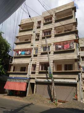 Flat on GT road uttarpara at 20 lakh