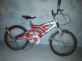 Cycle full new condition.. Only used three months..