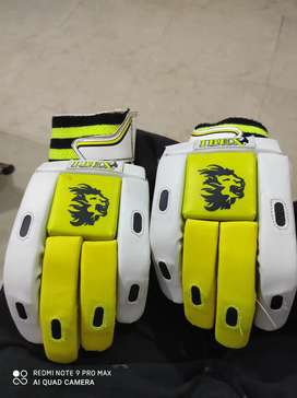 Branded gloves worth 2000 u can check