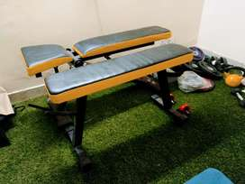 Adjustable bench and flat bench