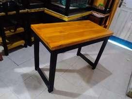 Meja minimalis. Meja kerja, meja belajar, meja lesehan, laptop, makan