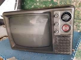 TV antik hitam putih,masih berfungsi